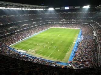 http://futebolnegocio.files.wordpress.com/2008/02/santiago-bernabeu.jpg